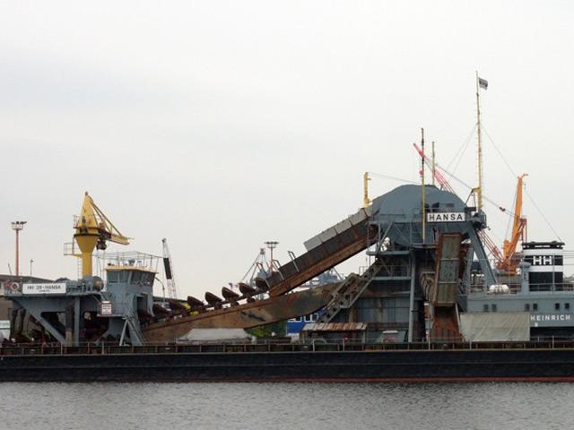 Bucket Wheel excavator on a barge